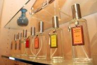 perfumy na półce