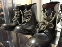 buty na półkach