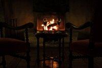 płonące drewno w kominku